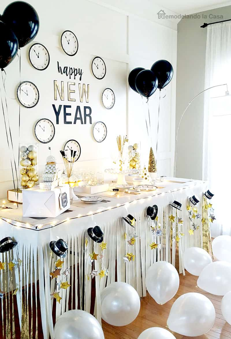 new-years-eve-clock-party-table