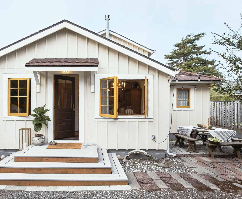 beach-house-beach-style-entry