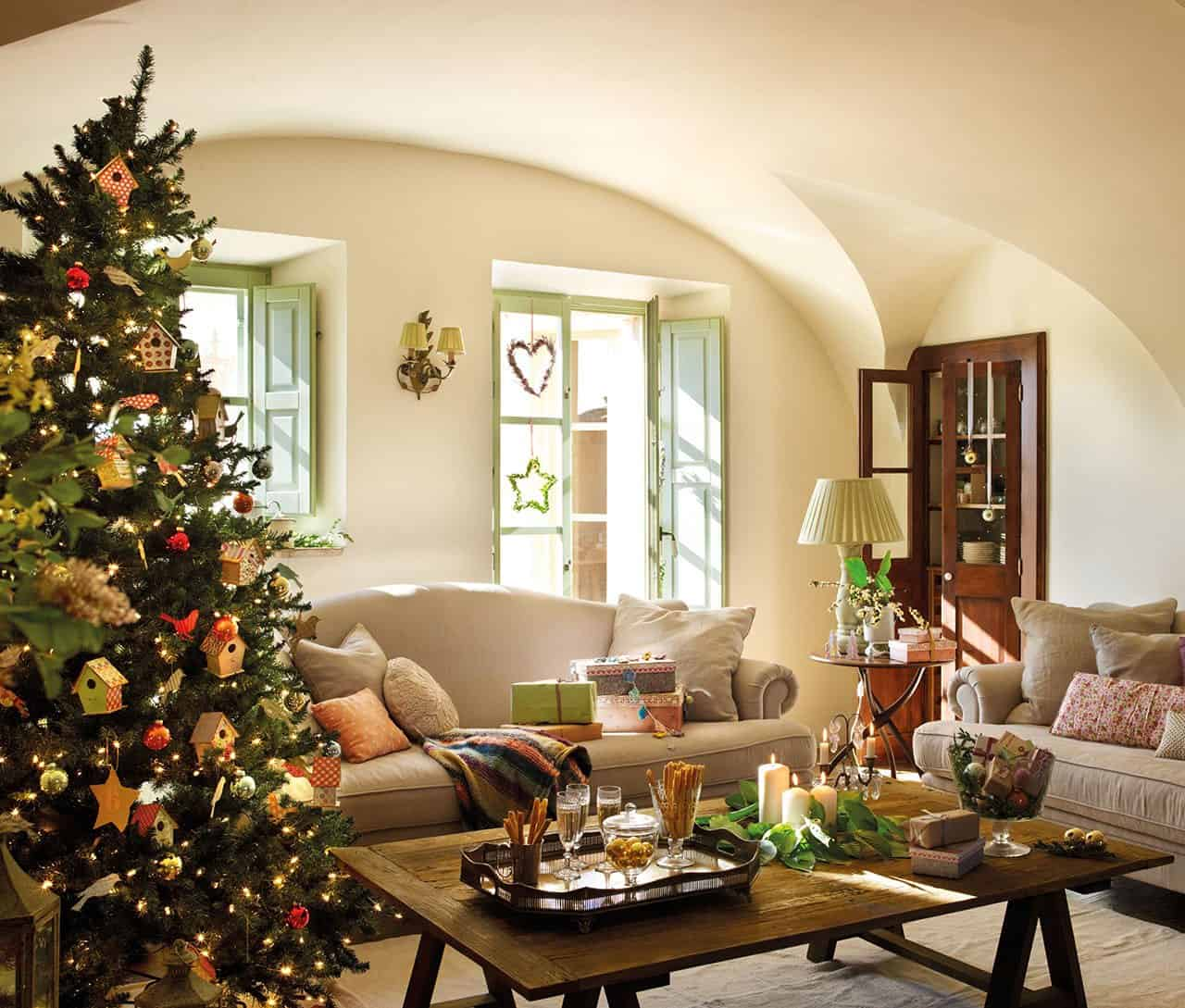 christmas-decorated-old-farmhouse-living-room