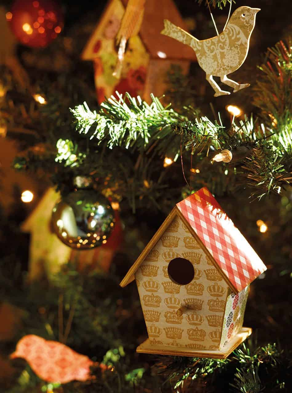 christmas-decorated-old-farmhouse-tree