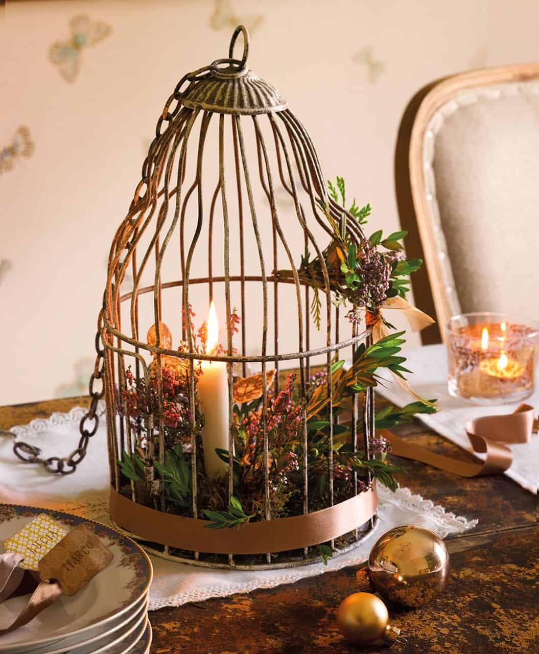 christmas-decorated-old-farmhouse-dining-table