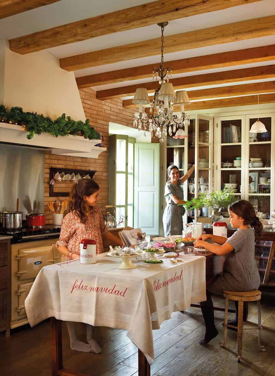christmas-decorated-old-farmhouse-kitchen