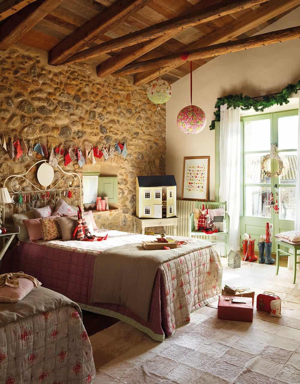 christmas-decorated-old-farmhouse-kids-bedoom