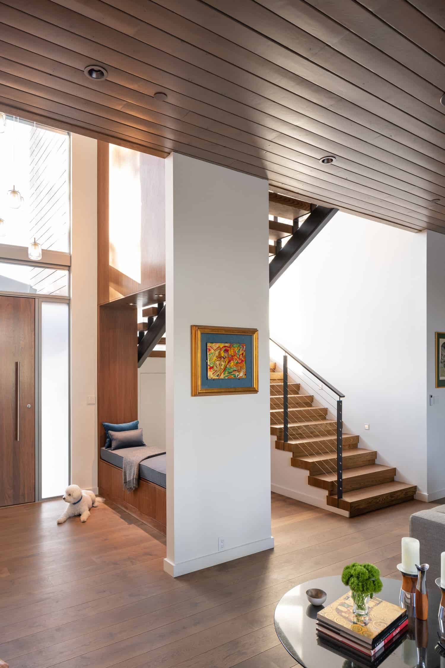 contemporary-entry-staircase