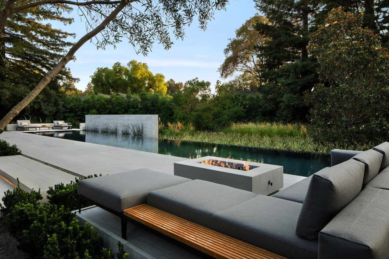backyard-luxury-with-view-of-infinity-pool