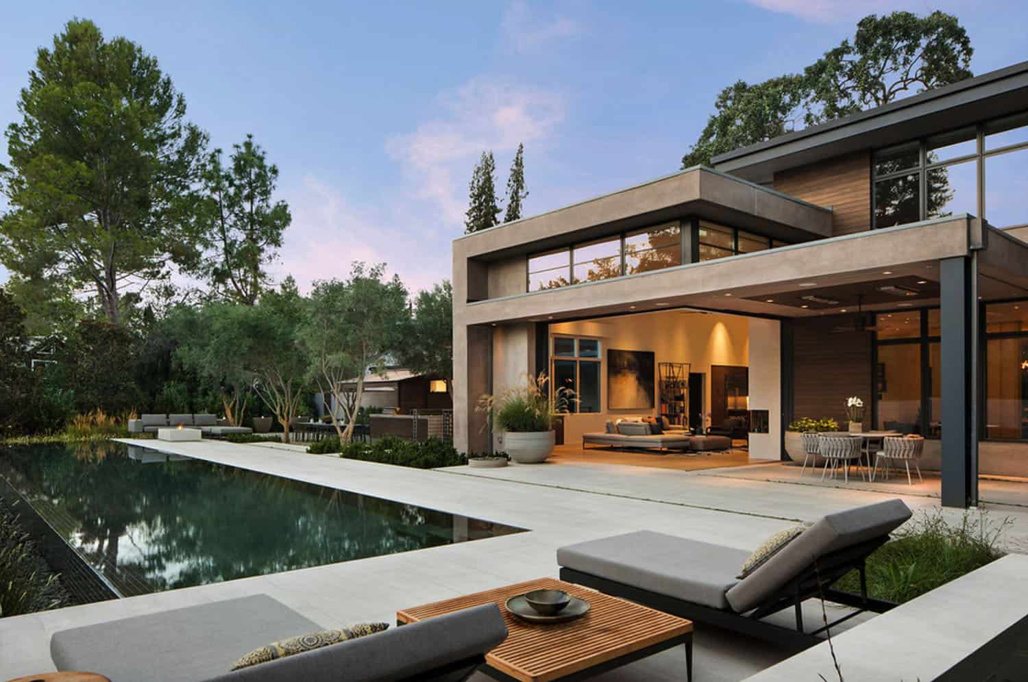 contemporary-home-patio-pool