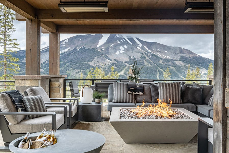 contemporary-lodge-style-outdoor-patio