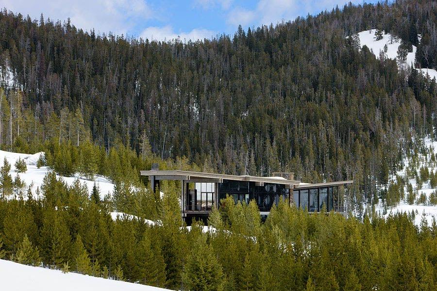 contemporary-mountain-chalet-exterior