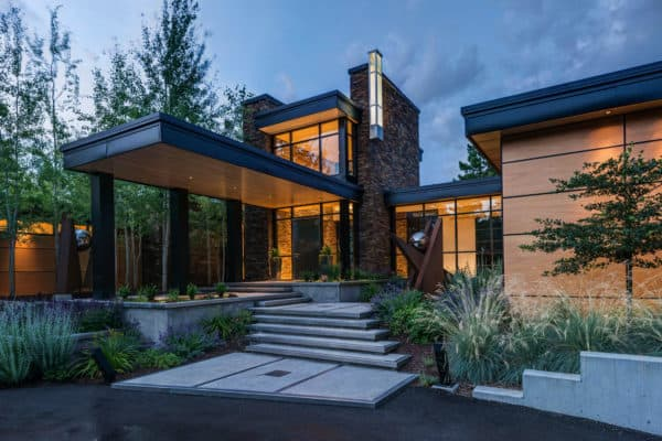 featured posts image for Impressive contemporary mountain retreat in Montana built for entertaining