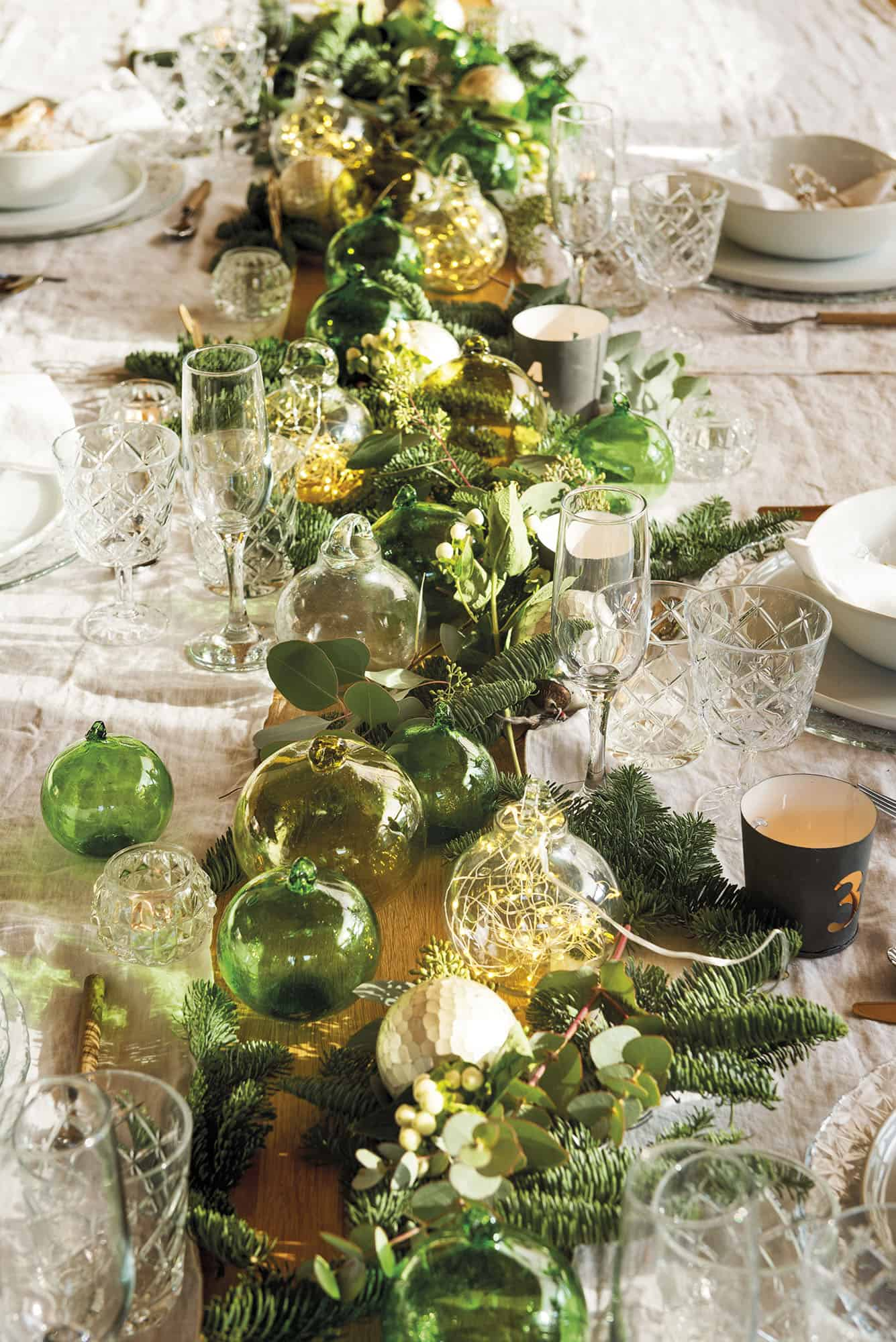 converted-barn-house-christmas-table-decorations