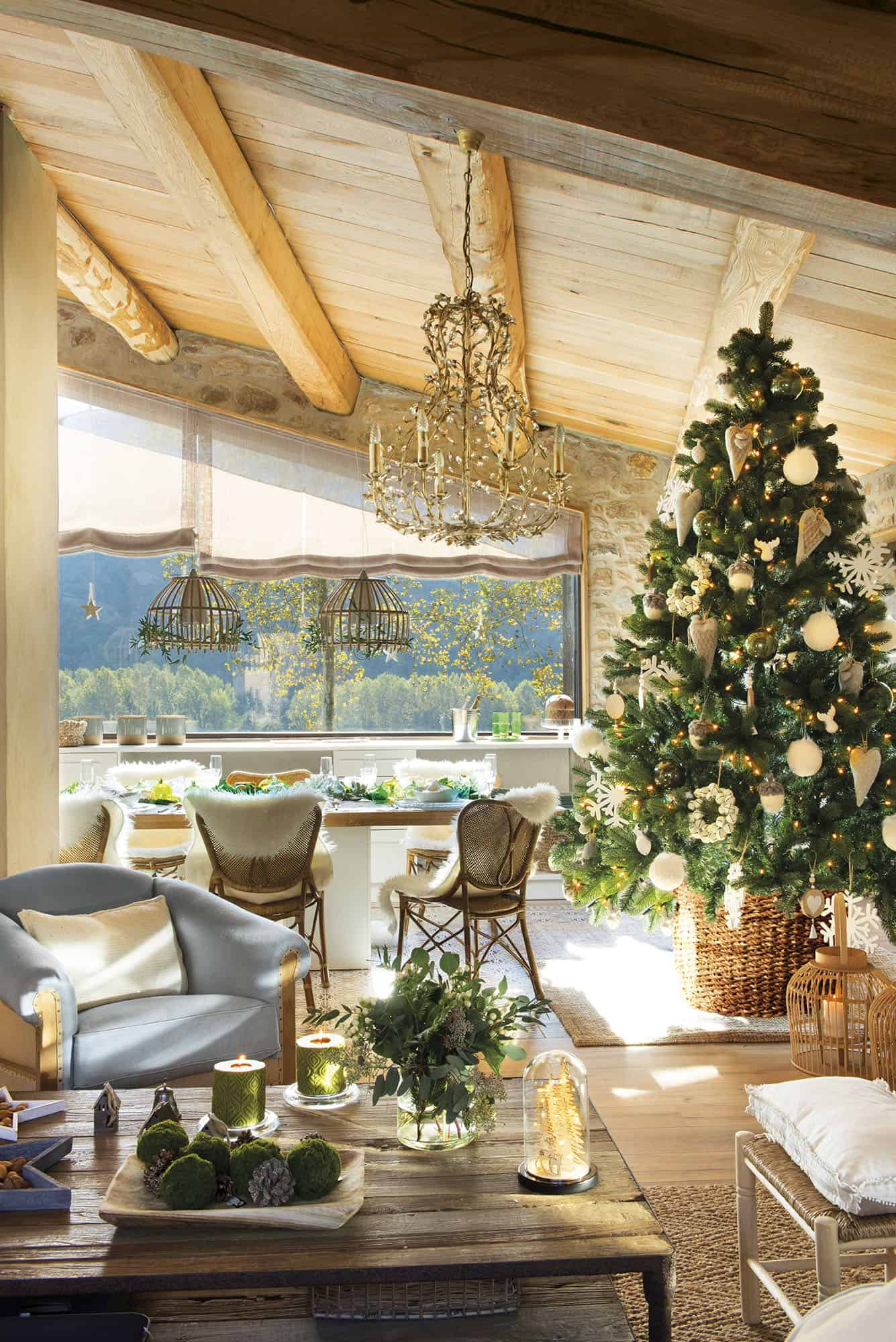 converted-barn-house-christmas-decorations-living-room