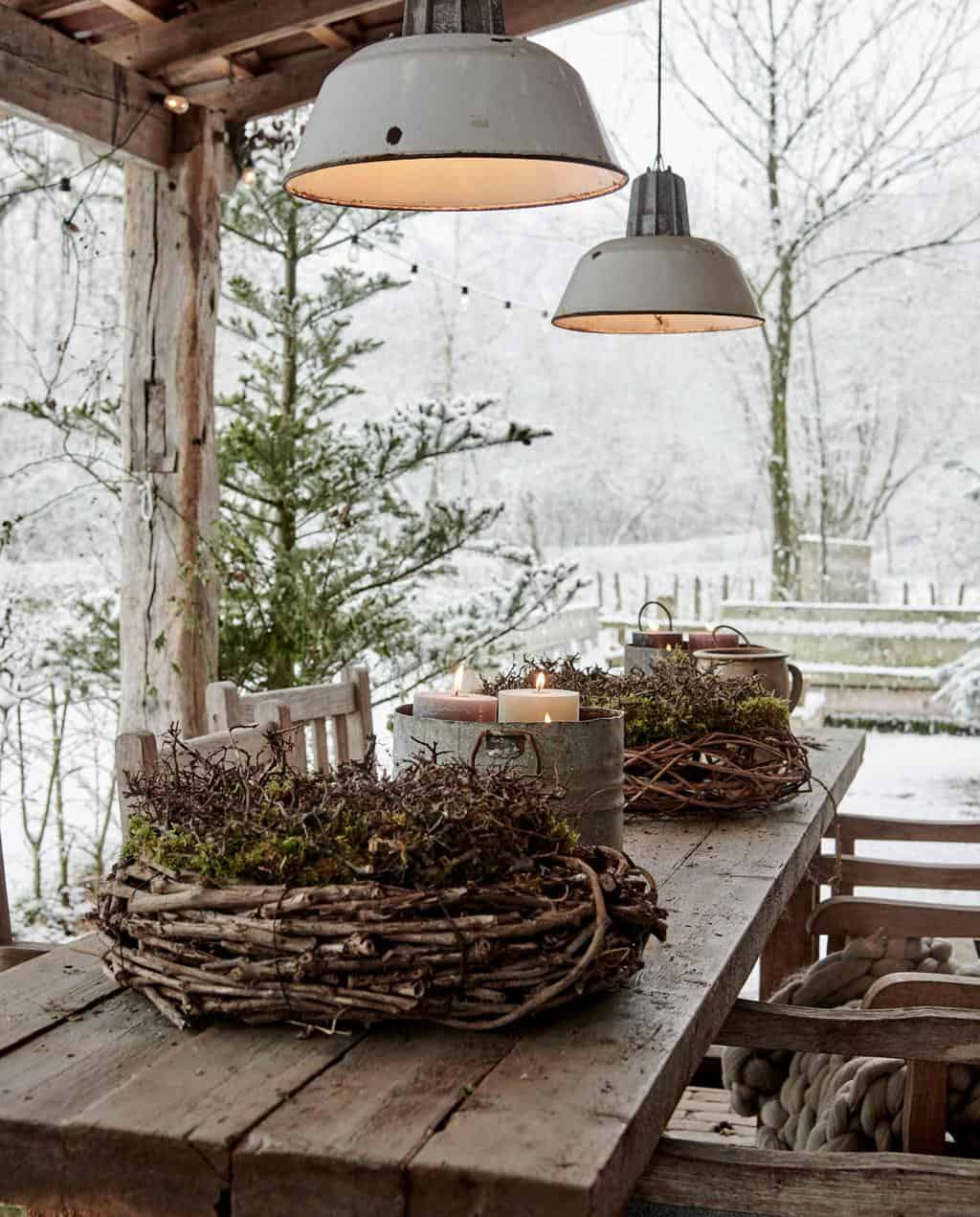 converted-farmhouse-outdoor-patio-christmas-decorations
