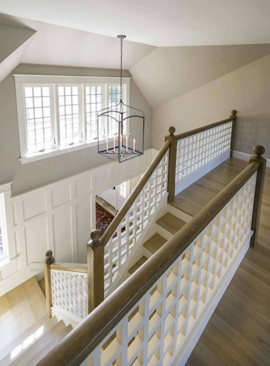 craftsman-style-cottage-staircase