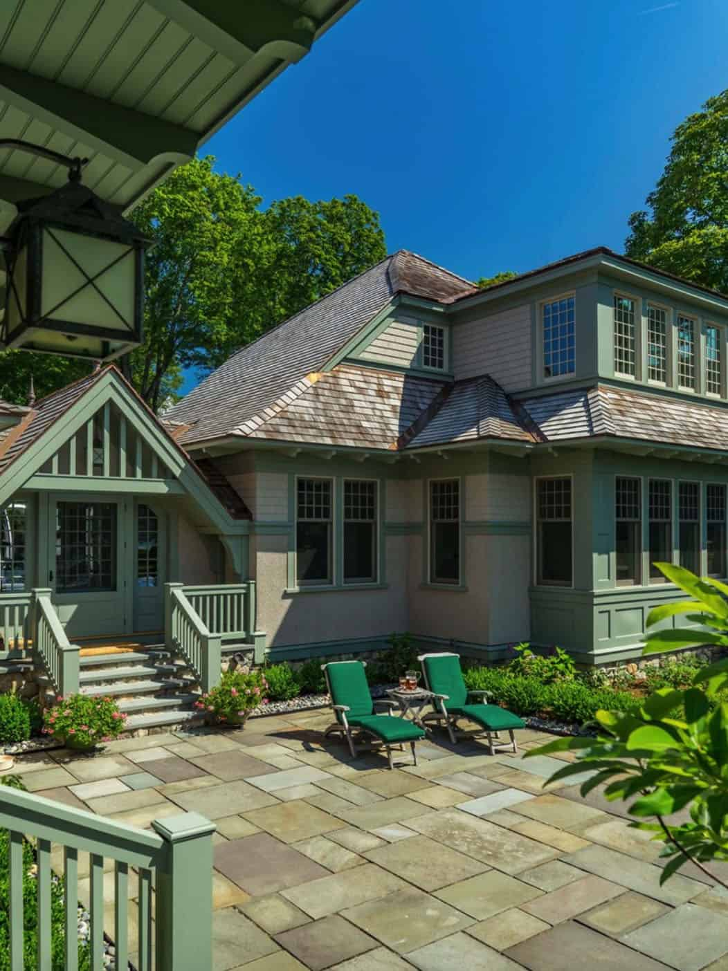 craftsman-style-cottage-exterior