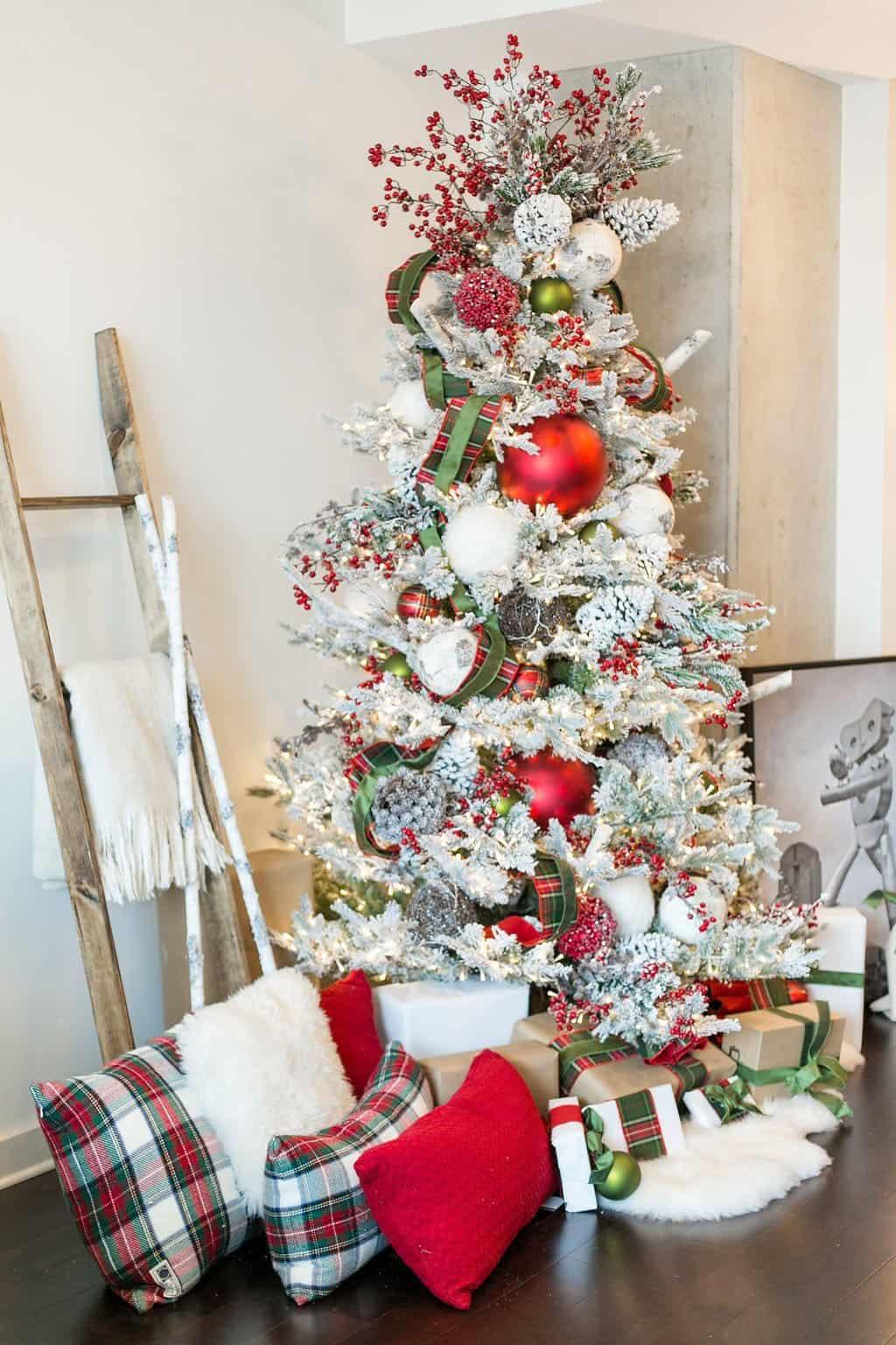 gorgeous-flocked-christmas-tree-ideas