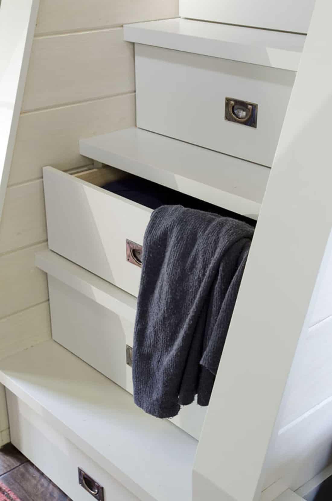 rustic-bunk-bedroom-staircase-detail