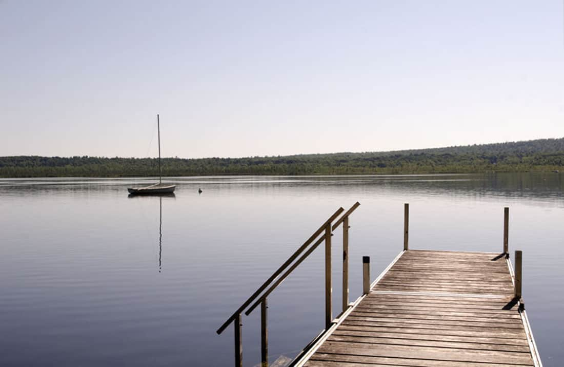 rustic-lakeside-home-boat-dock