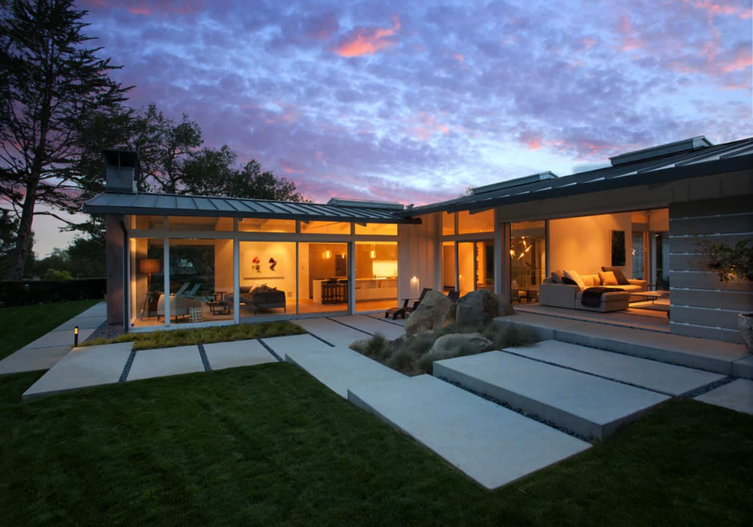 midcentury-ranch-house-exterior