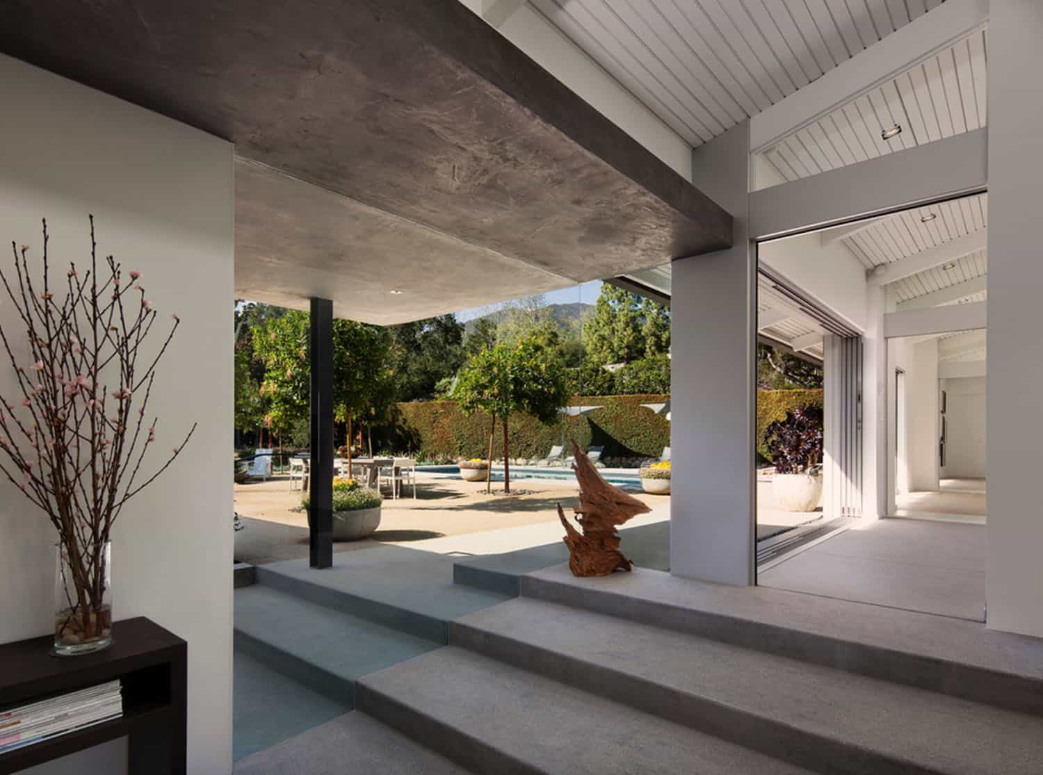 midcentury-ranch-house-patio