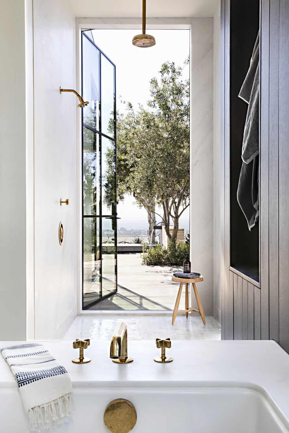 modern-bathroom-outdoor-shower