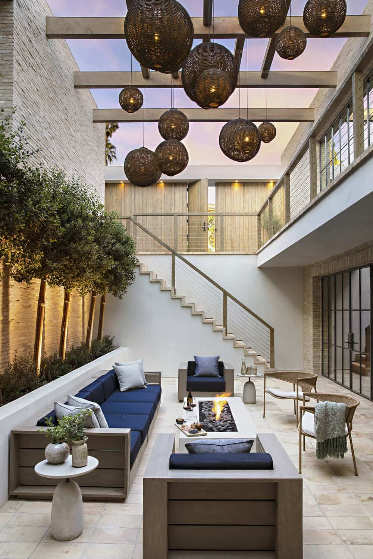 modern-house-exterior-courtyard
