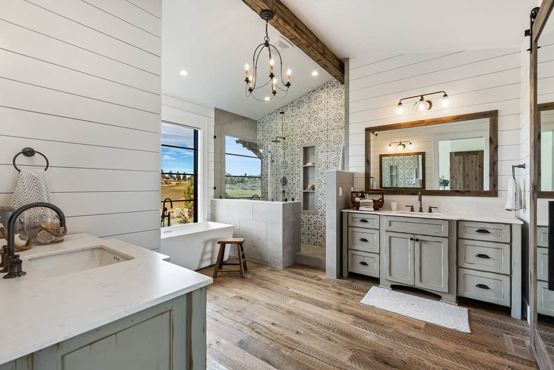 farmhouse-master-bathroom