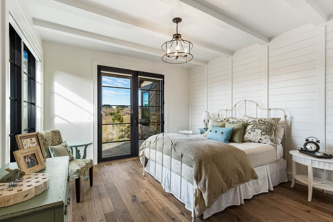 farmhouse-guest-bedroom