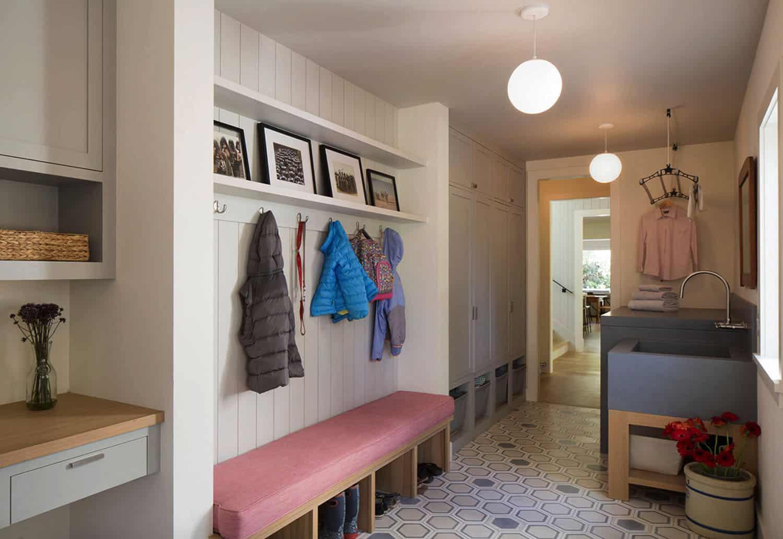 residence-farmhouse-mudroom-entry