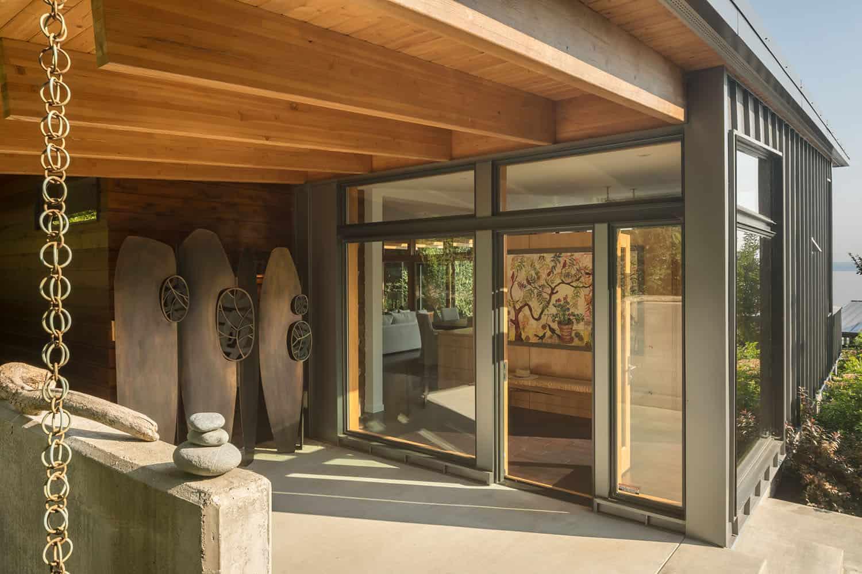 modern-hillside-home-patio