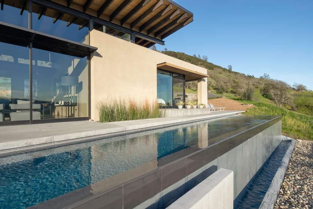 modern-outdoor-pool