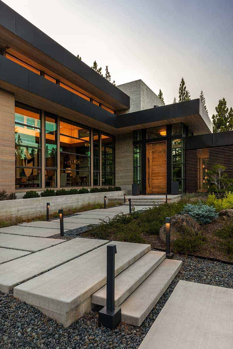 modern-mountain-home-exterior