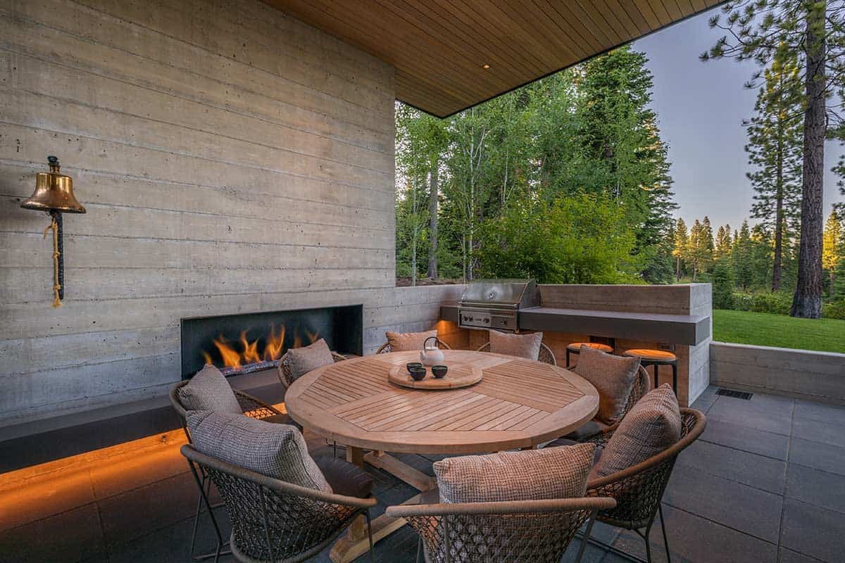 modern-mountain-home-patio