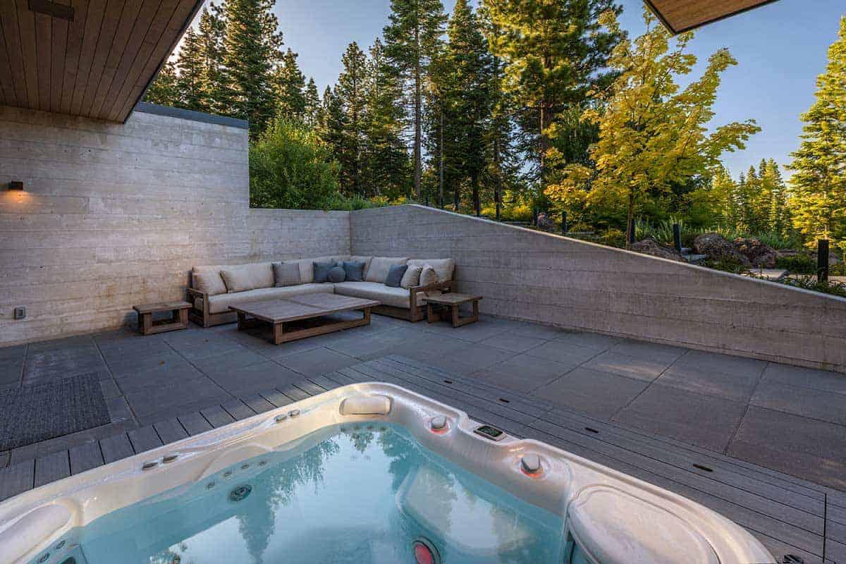 modern-mountain-home-patio-hot-tub
