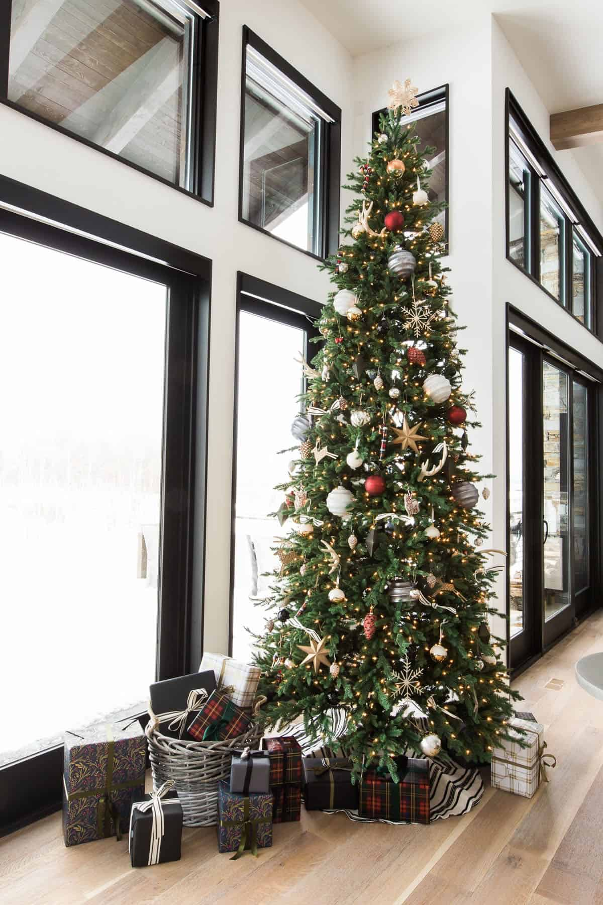 holiday-home-decoration-christmas-tree