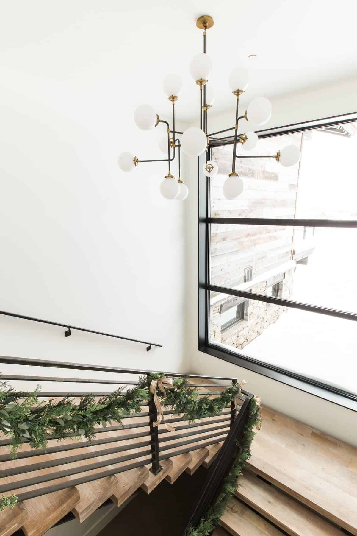 holiday-home-decoration-staircase