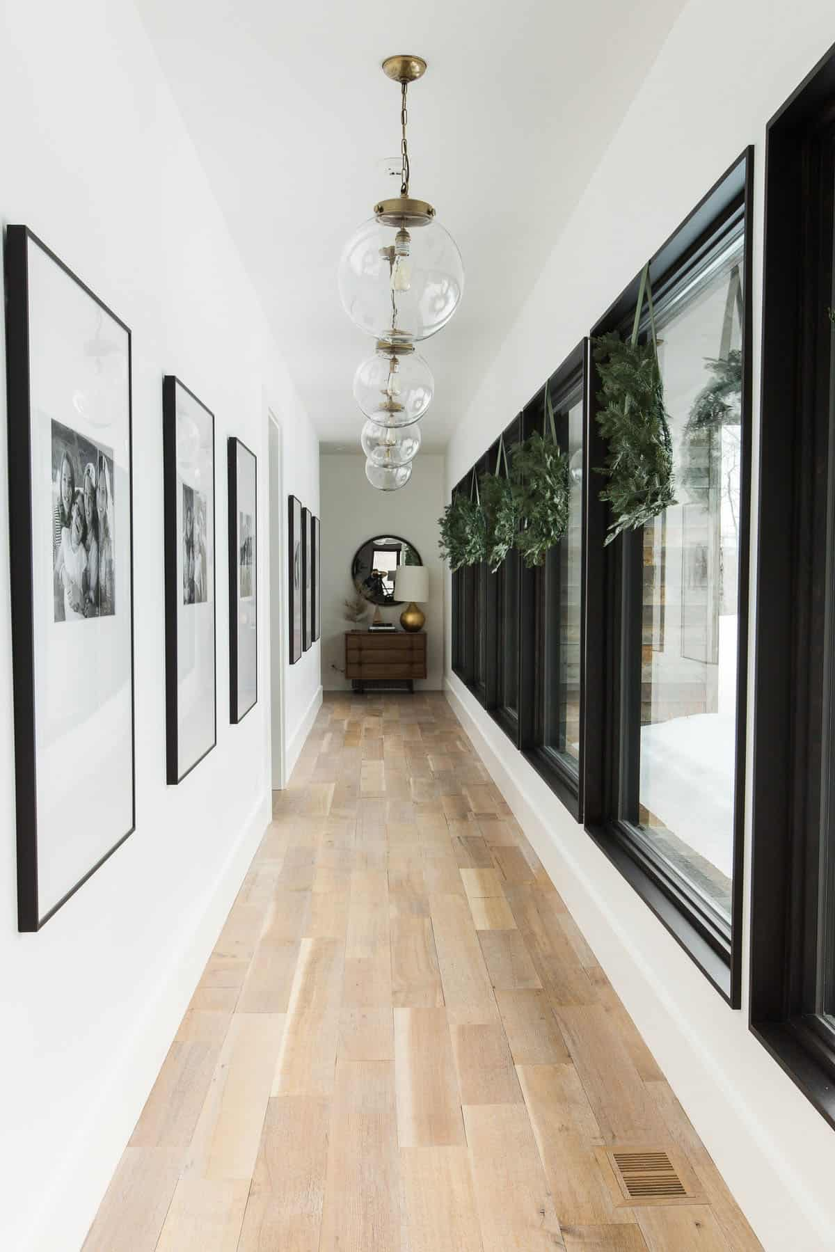 holiday-home-decoration-hallway
