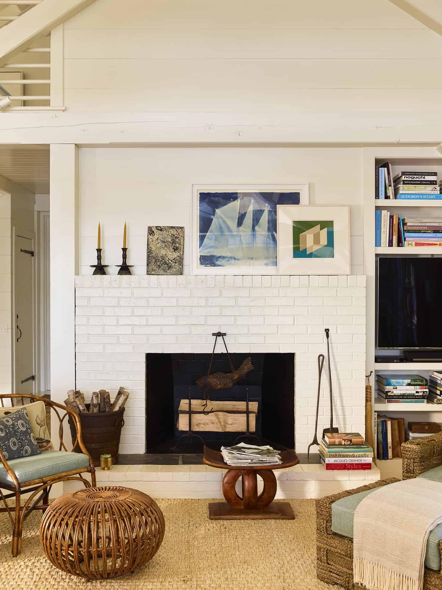 modern-seaside-home-living-room-fireplace