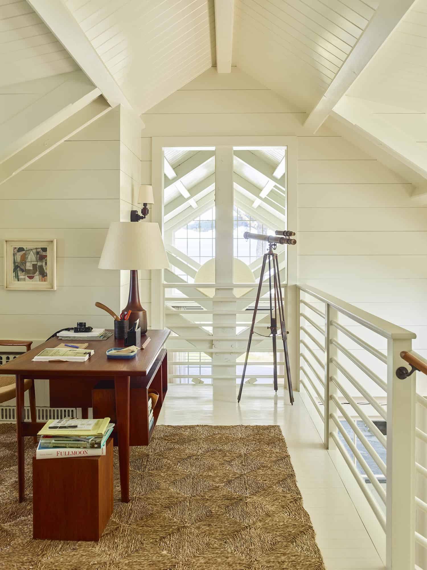 modern-beach-house-stair-landing-study