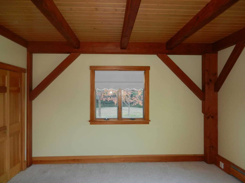 seaside-home-before-remodel-living-room