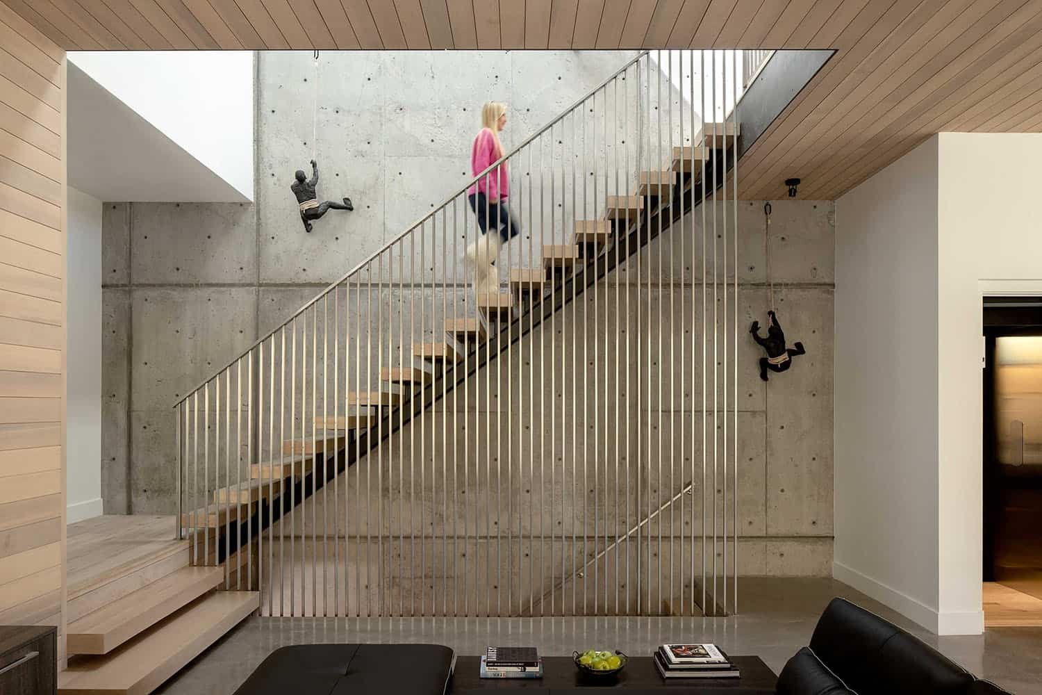 mountain-modern-home-staircase