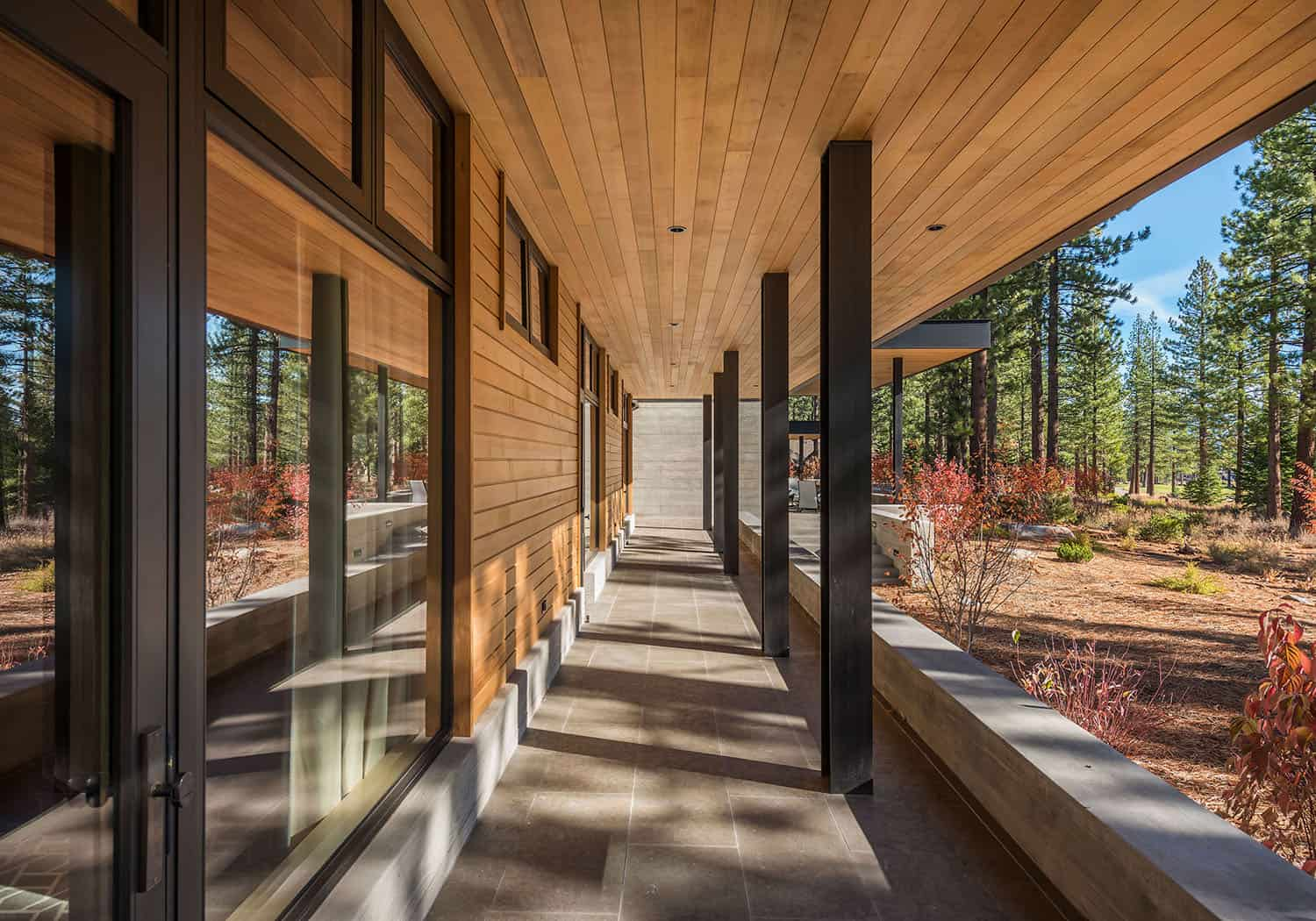 mountain-modern-retreat-entry