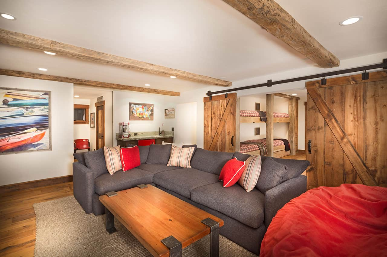 family-lodge-rustic-family-room