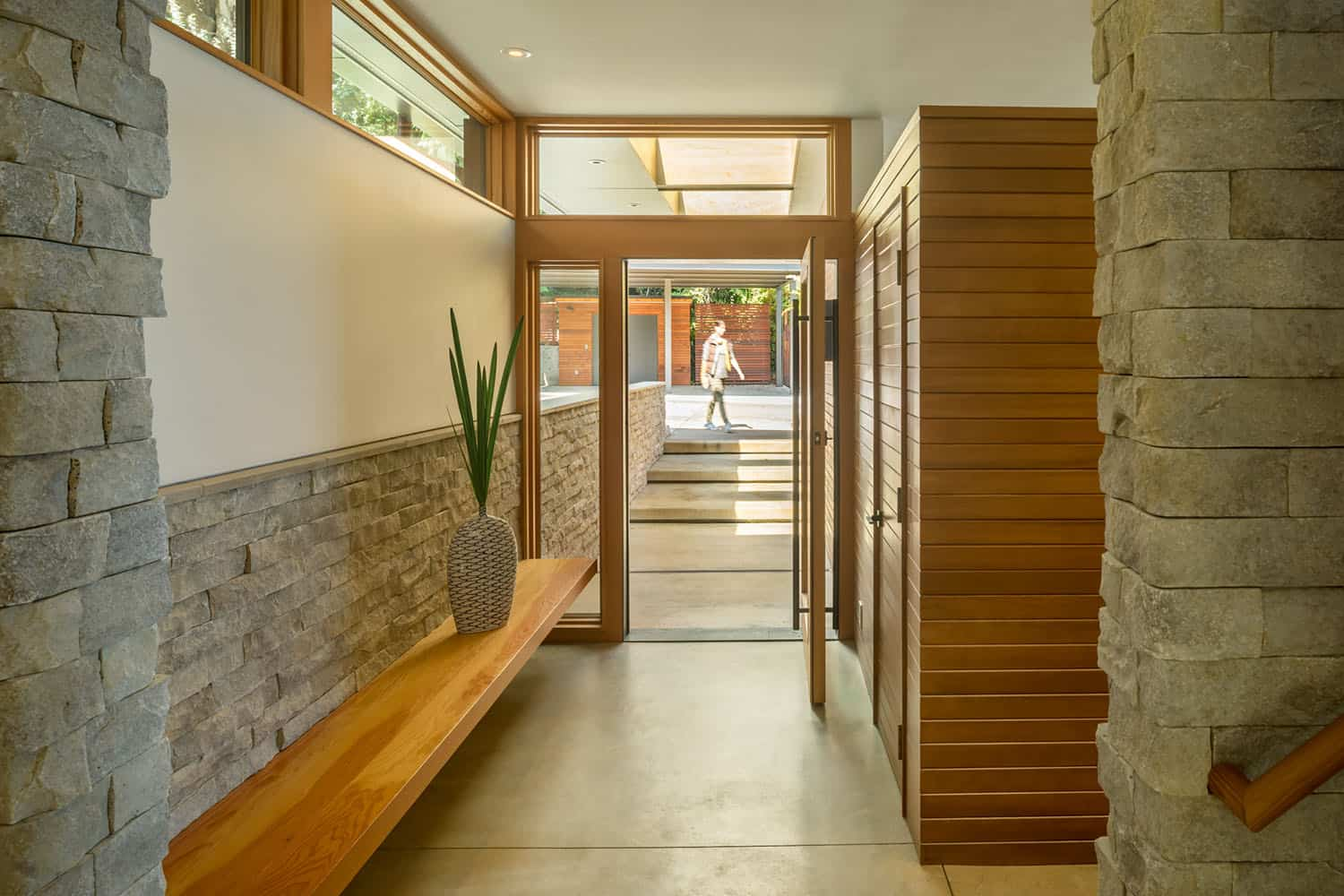 shoreline-house-contemporary-entry