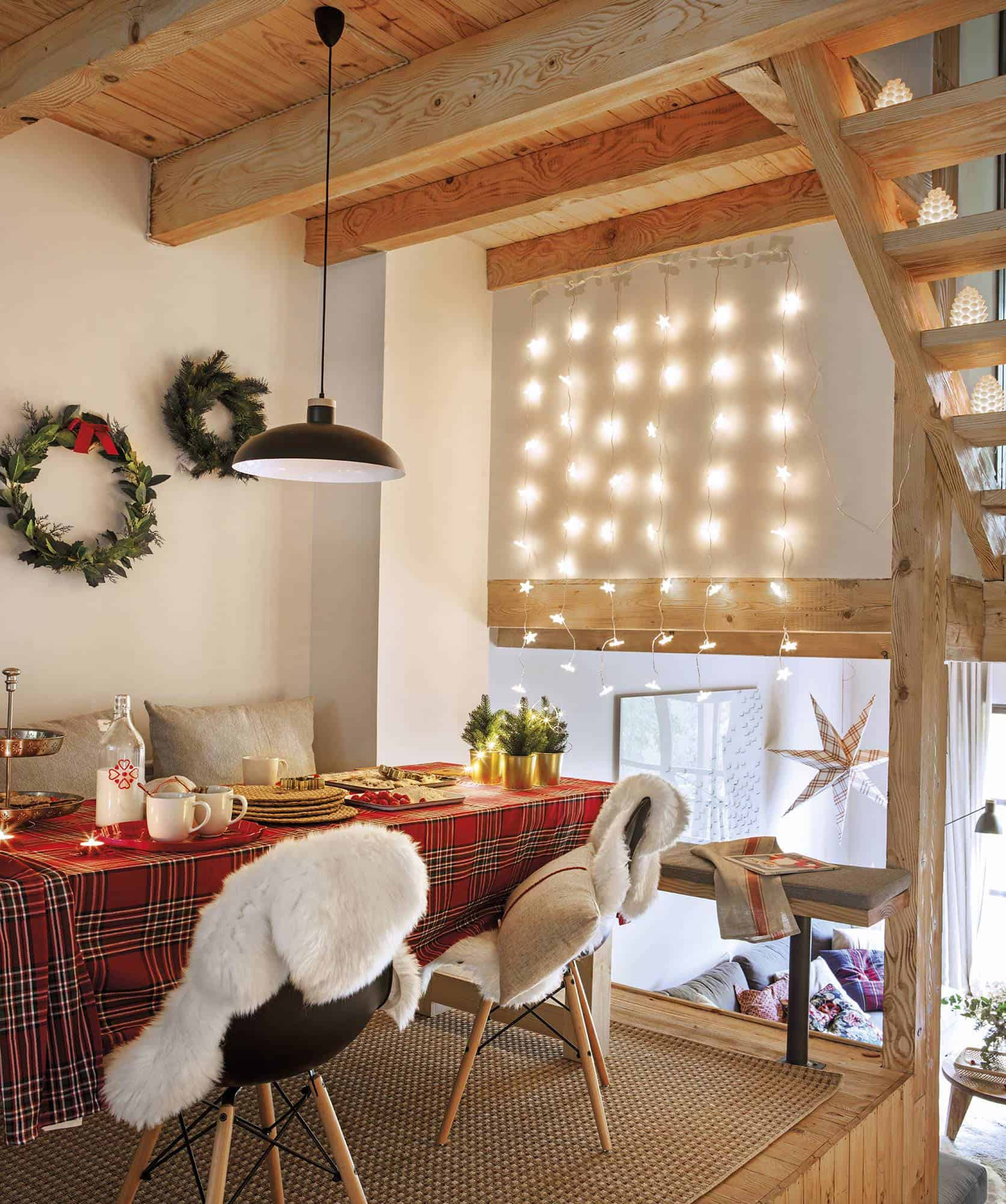 rustic-dining-room-christmas-decorations