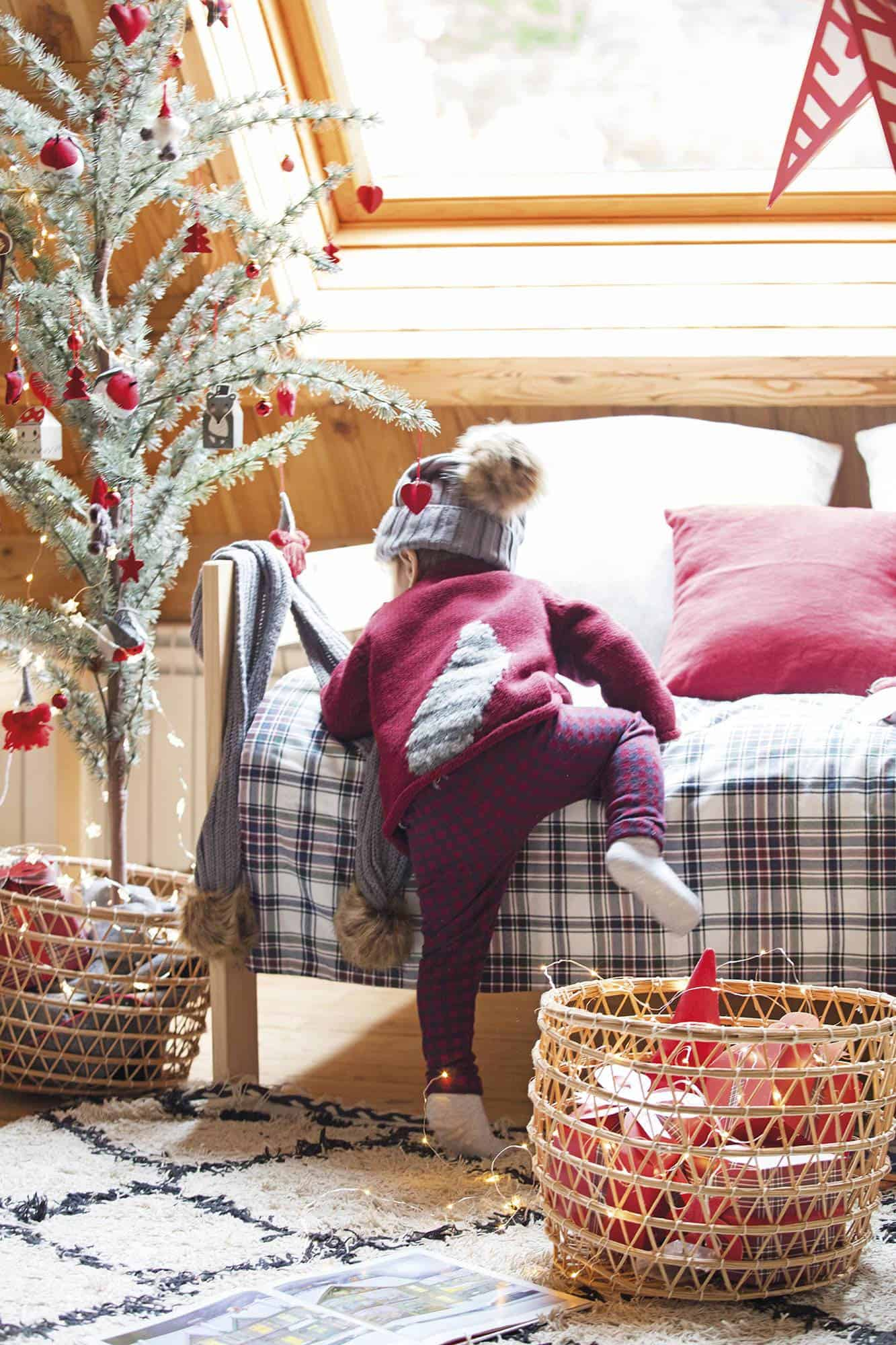 rustic-kids-bedroom-christmas-decorations