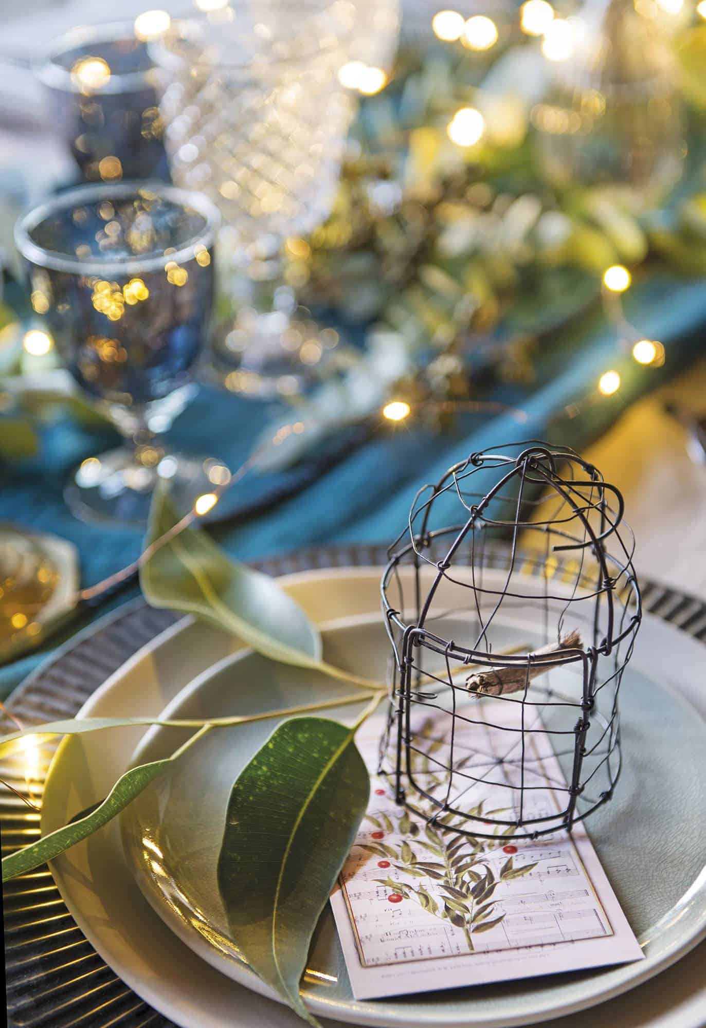 dining-room-with-christmas-decorations
