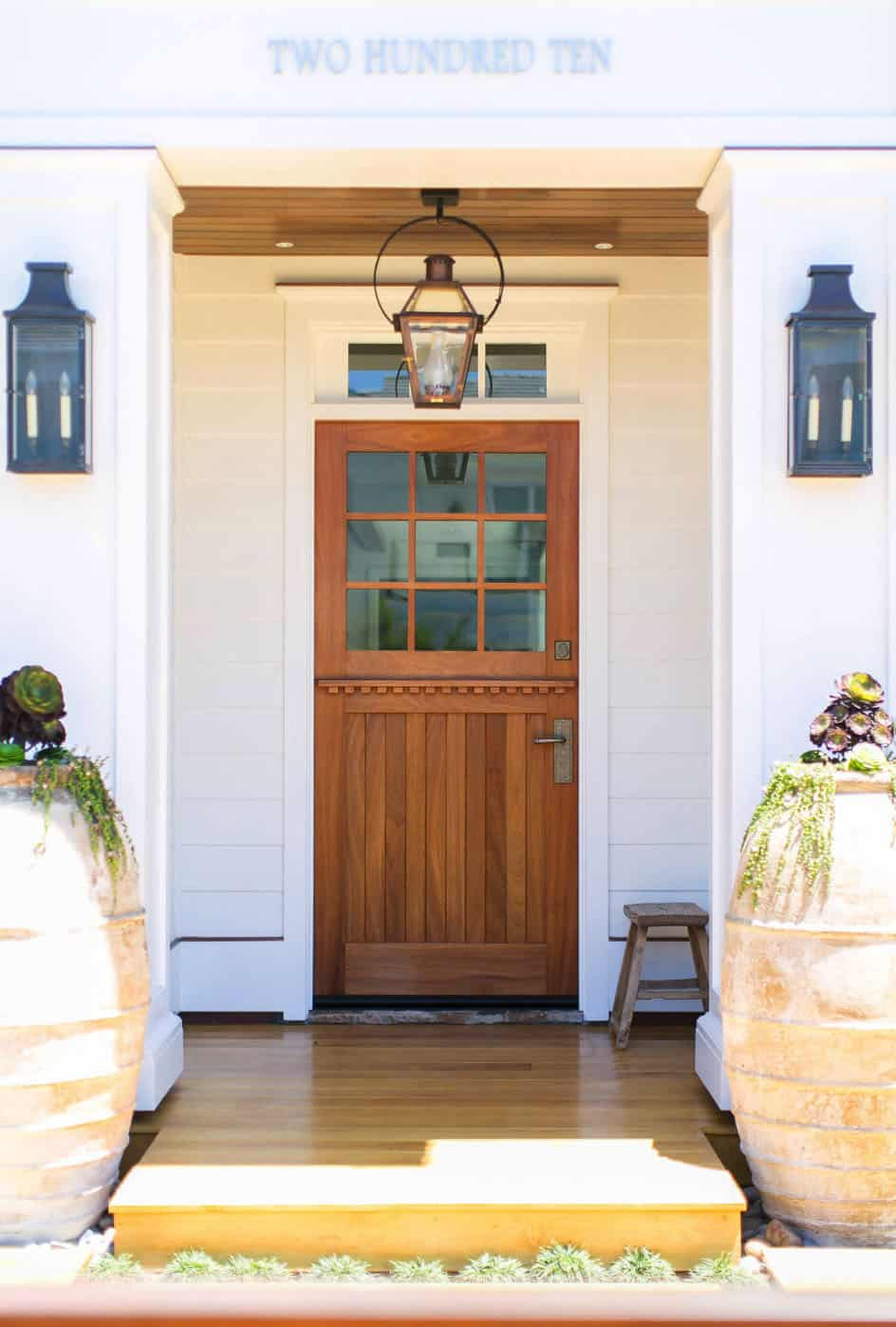 tropical-cape-cod-style-house-entry