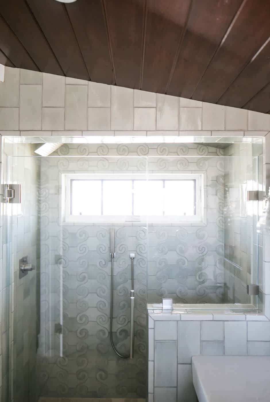 tropical-beach-style-bathroom