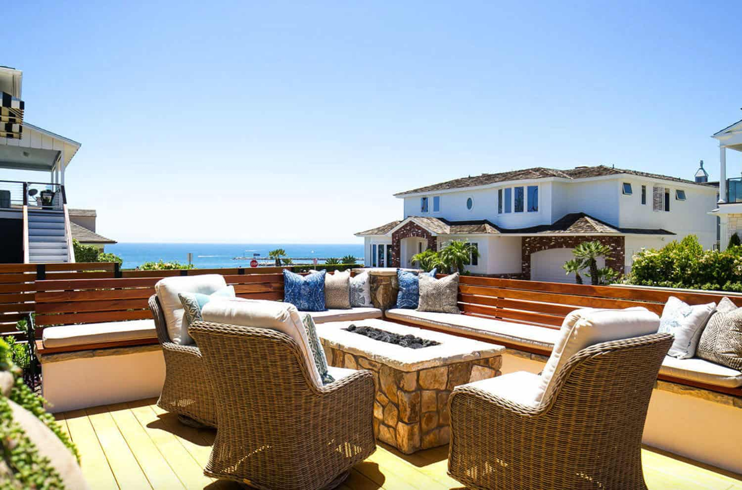 tropical-beach-style-roof-deck