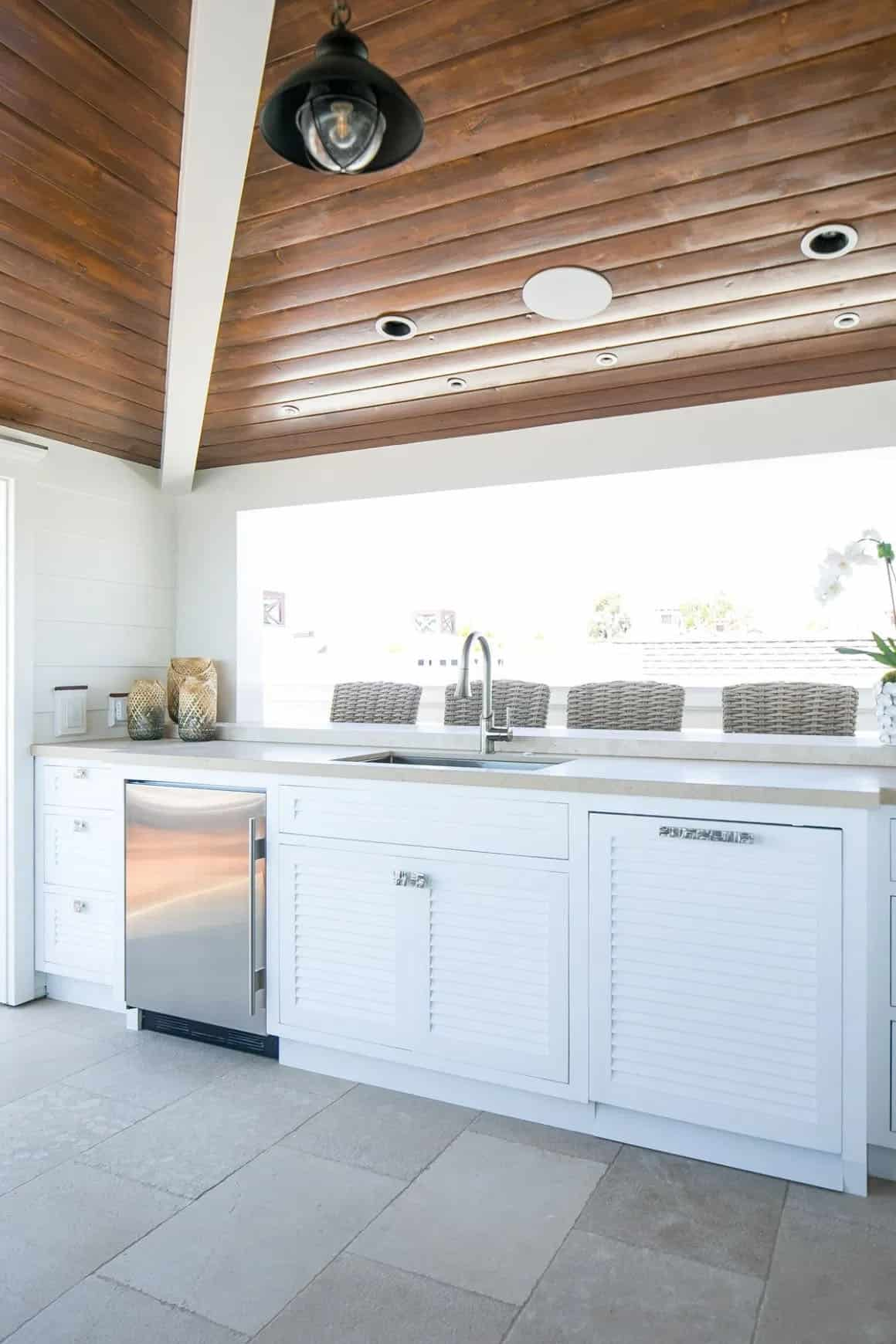 tropical-beach-style-outdoor-kitchen
